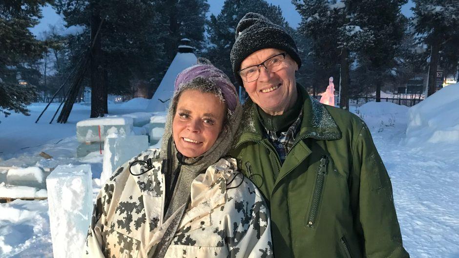 Kuvataiteilija Merja Aletta Ranttila ja jäänveistomestari Anssi Kuosa.