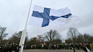 Suomalaisuuden Liiton valtakunnallinen lipunnosto Tähtitornimäellä Helsingissä 6. joulukuuta 2019.