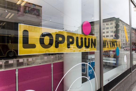 Kampin Makuuni loppuunmyynti kyltti ikkunassa 5.9.2018