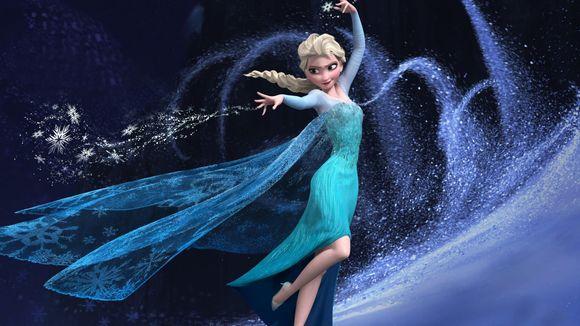 Elsa tanssii ja lennättää jääkiteitä Frozen elokuvassa