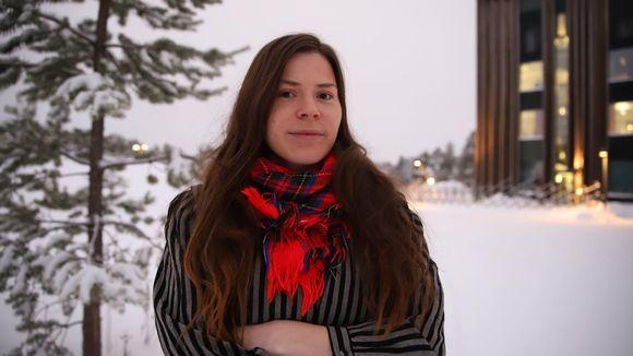 Skábmagovien apulaistuottaja Anni Koivisto.