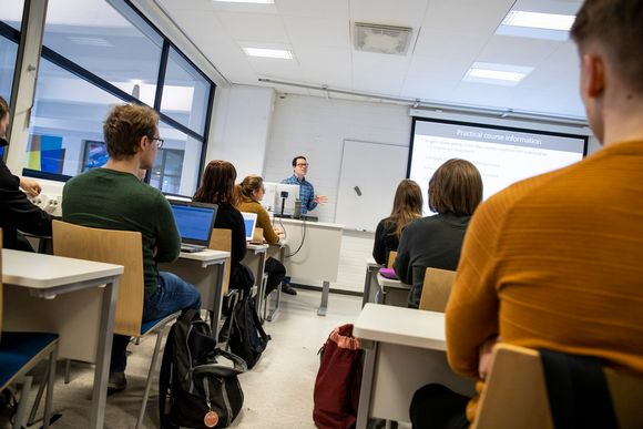 Oppilaita Itä-Suomen yliopistolla