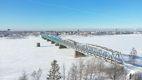 Haaparanta-Tornio välinen junaliikenne -silta