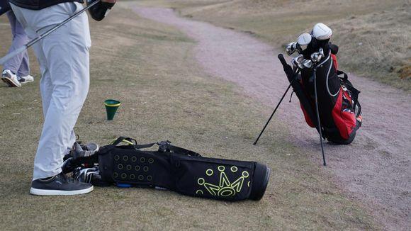 Tapiola Golf bagit nurmikolla