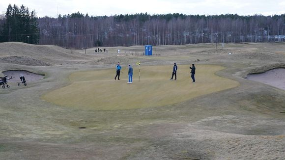 Tapiola Golf neljä henkilöä