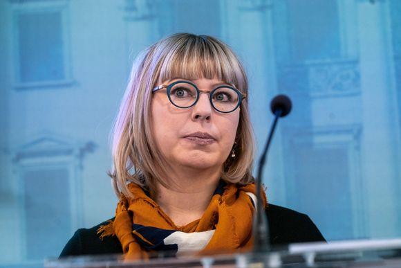 Aino-Kaisa Pekonen hallituksen tiedotustilaisuudessa.