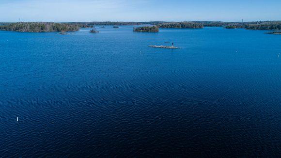 Näkymä keväiselle Saimaalle Lappeenrannan sataman kohdalta.