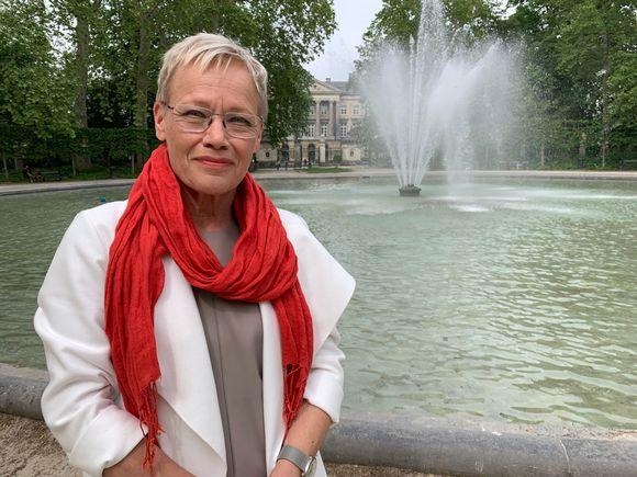 Susanna Turunen Brysselissä, Warande-puistossa, parlamenttitalon edessä.