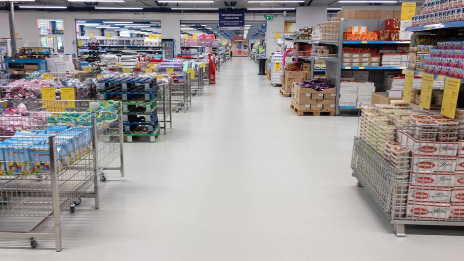 Tyhjä Laplandia Marketin käytävä.