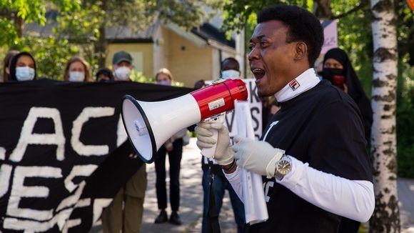 Ufoka Eugene mielenosoituksessa.