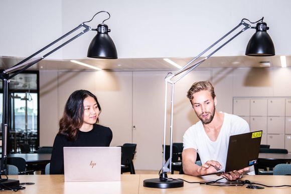 Pyry Kanerva, opiskelija Espoosta etualalla ja Anna Song, opiskelja, Espoosta Aalto-yliopistossa.