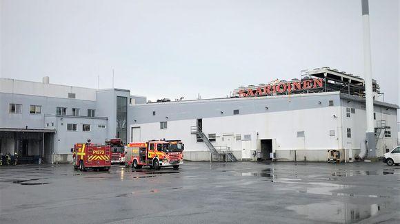 Saarioisten tehtaalla syttyi tulipalo.