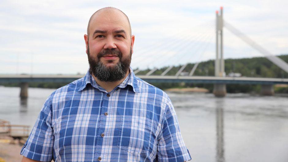 Lapin liiton maakuntajohtaja Mika Riipi Rovaniemen Koskenrannassa