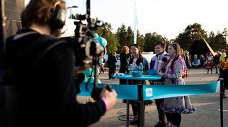 Yle Saamen toimittajat juonsivat streamiä Ijahis idja -festivaalissa