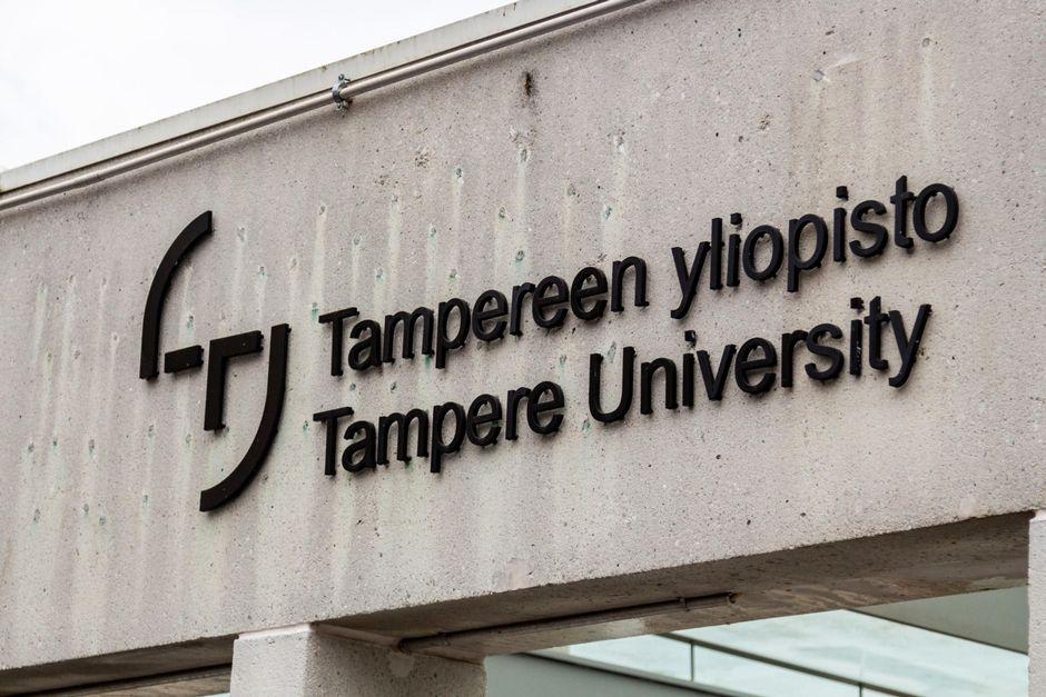 Tampereen yliopiston kyltti