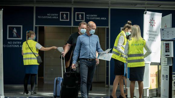 Finavian koronan infopiste Suomeen tuleville, Helsinki-Vantaan lentoasema, 11.8.2020.