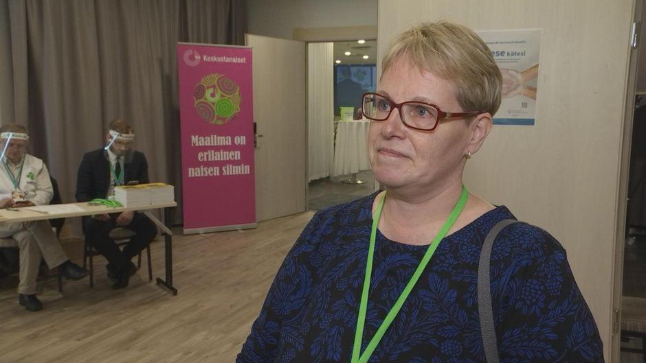 keskustan puoluekokousedustaja Leena Palojärvi Enontekiöltä.