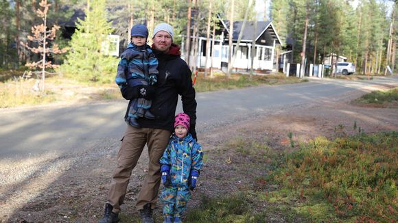 ruskamatkailija Antti Paavilainen poikiensa Ossin ja Topin kanssa