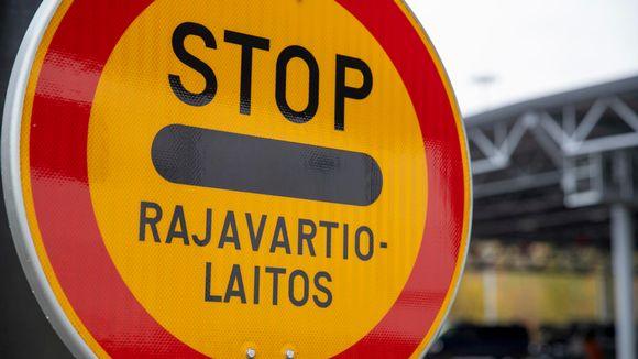 Stop-liikennemerkki Nuijamaan raja-asemalla.