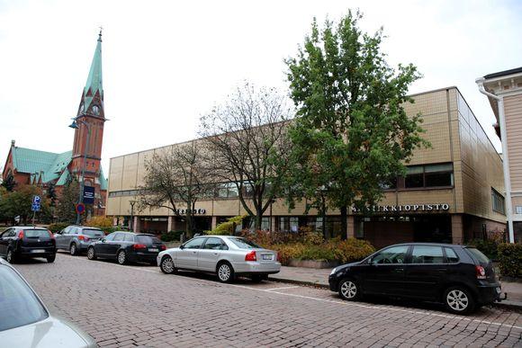 Kotkan kaupunginkirjasto ja kirkko