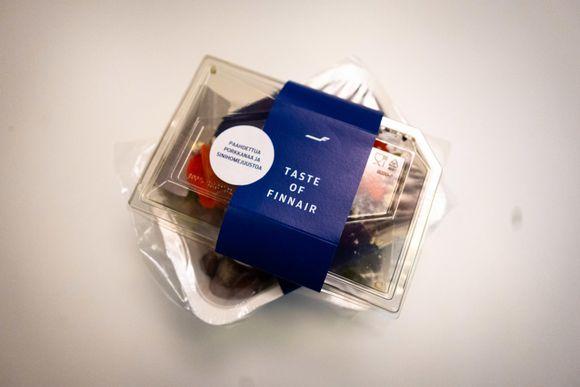 Finnairin ruokakauppoihin tarkoitettu einesannos.