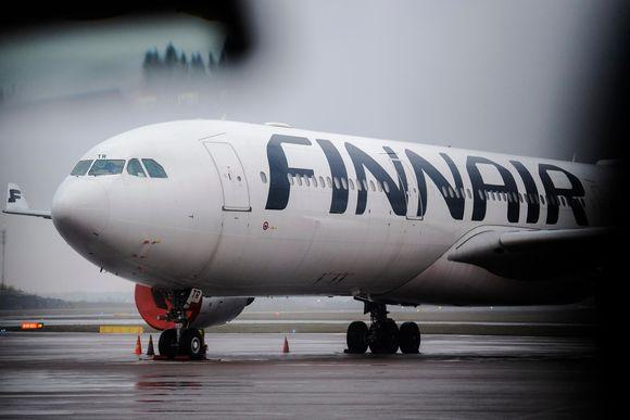 Kuvassa on Finnairin lentokone 27. lokakuuta 2020 Helsinki-Vantaan lentoasemalla.