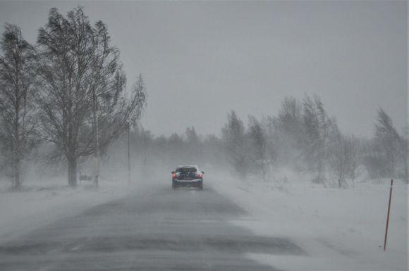 Pohjanmaalla myrskytuulta ja lunta.