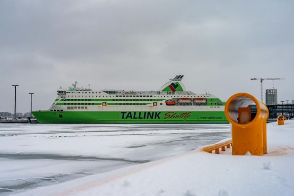 Tallink Star satamassa Jätkäsaaressa talvella.