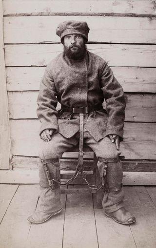Vanki kahleissa 1898.