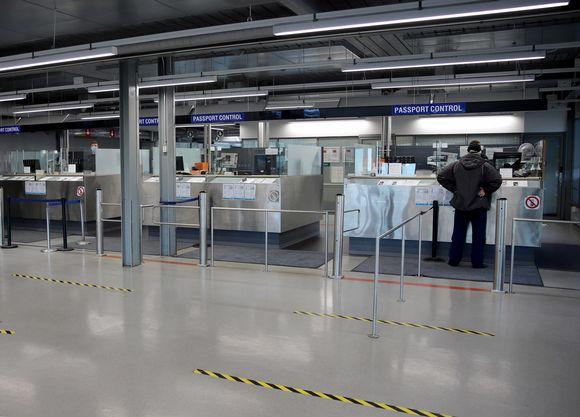 Vaalimaan raja-aseman passintarkastus