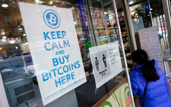 Bitcoin-automaatti New Yorkissa 9. helmikuuta. Kryptovaluutan arvo on noussut tänä vuonna jo 71 prosenttia.