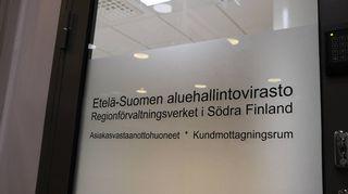 Dörr där det står Regionförvaltningsverket i Södra Finland.