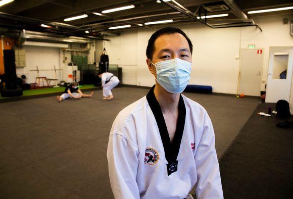 Taekwondo pääopetaja Inkwon Hwang.