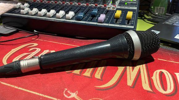 Mikrofoni ja miksauspöytä