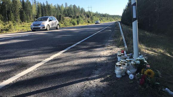 Kolmen nuoren kuoleman vaatineen liikenneonnettomuuden paikka Nokialla.