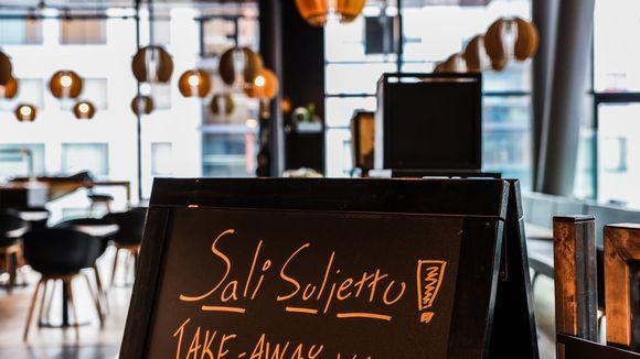 Ravintolan asiakaspaikat poissa käytöstä poikkeustilanteen vuoksi.