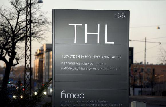 Terveyden ja hyvinvoinnin laitoksen THL:n kyltti Helsingissä 25. maaliskuuta 2021.