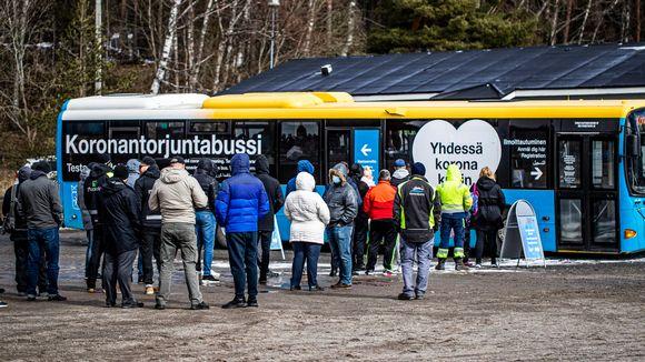 Koronatestausbussi Turussa.