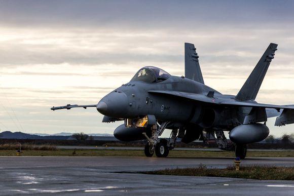 Suomen ilmavoimien F-18 Hornet -hävittäjälentokone Örlandin lentotukikohdassa Norjassa.