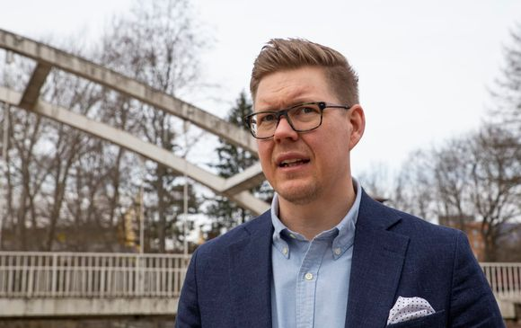 Antti Lindtman veininmyllyn puistossa vantaan tikkurilassa