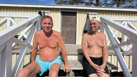 Vesa Kivelä ja Patu Järvenpää auringonotossa Tampereella