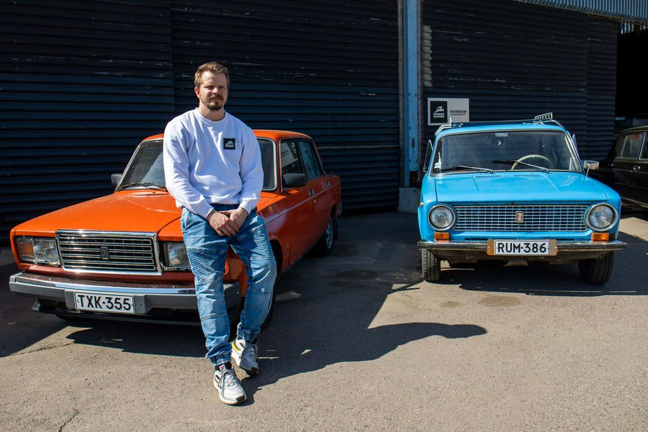 Siperian hummerin yrittäjä Hannu Laurikainen ja punainen Lada 1600SL, vm. 85