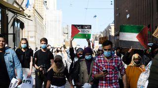 Suomi-Syyria Ystävyysseura järjesti Solidaarisuutta palestiinalaisille -tapahtuman Helsingin Tuomiokirkon edessä 16. toukokuuta 2021.