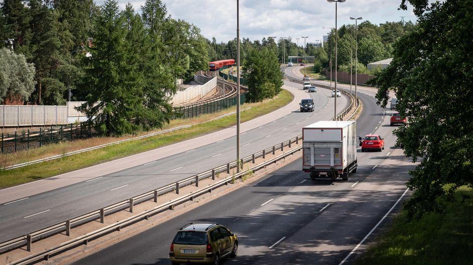 Liikennettä Itäväylällä Kulosaaressa