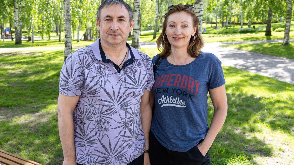 Видео: Venäläiset Igor Kostenko ja Svetlana Panteleimonova saapuivat Suomeen ja matkaavat mökilleen Äitsaareen.