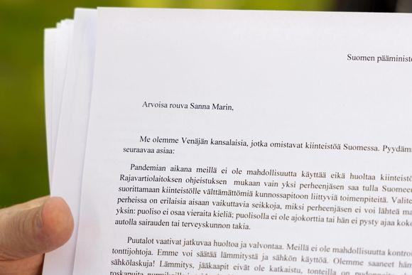 Venäläisen Igor Kostenkon kirjoittama kirje Suomen pääministeri Sanna Marinille, jossa perustellaan hänen tuloaan Äitsaarella sijaitsevalle mökilleen. Koronarajoitusten takia mökille on ollut hankala päästä.