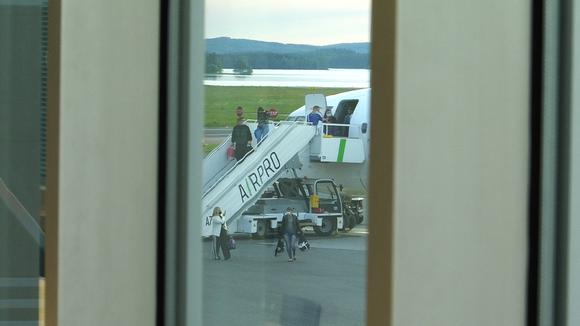 Ukrainalaisia marjanpoimijoita saapuu Kuopion lentoasemalle