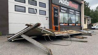 Tamperelaisen Auto Rentti -firman kyltti maassa.