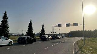 Autojono Vaalimaan raja-asemalla.