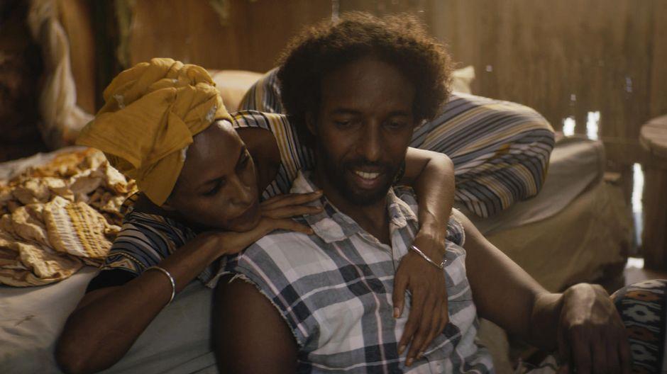 Nasra (Yasmin Warsame) halaa Guledia (Omar Abdi).